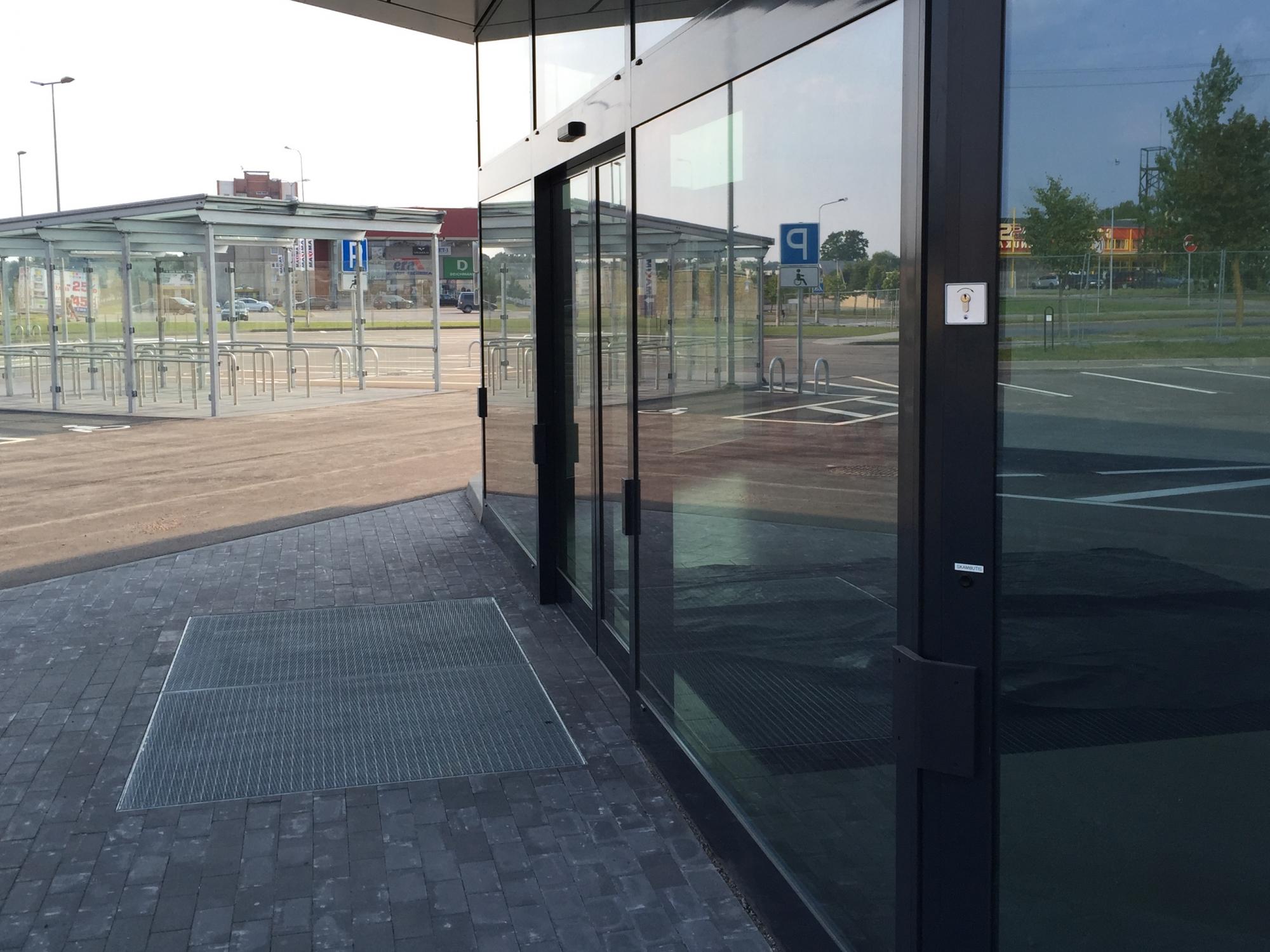 SAPA aluminium facades 4150 SAPA automatic sliding doors in facade. & SAPA Facades 4150 Automatic sliding doors LT | Alvindus.com